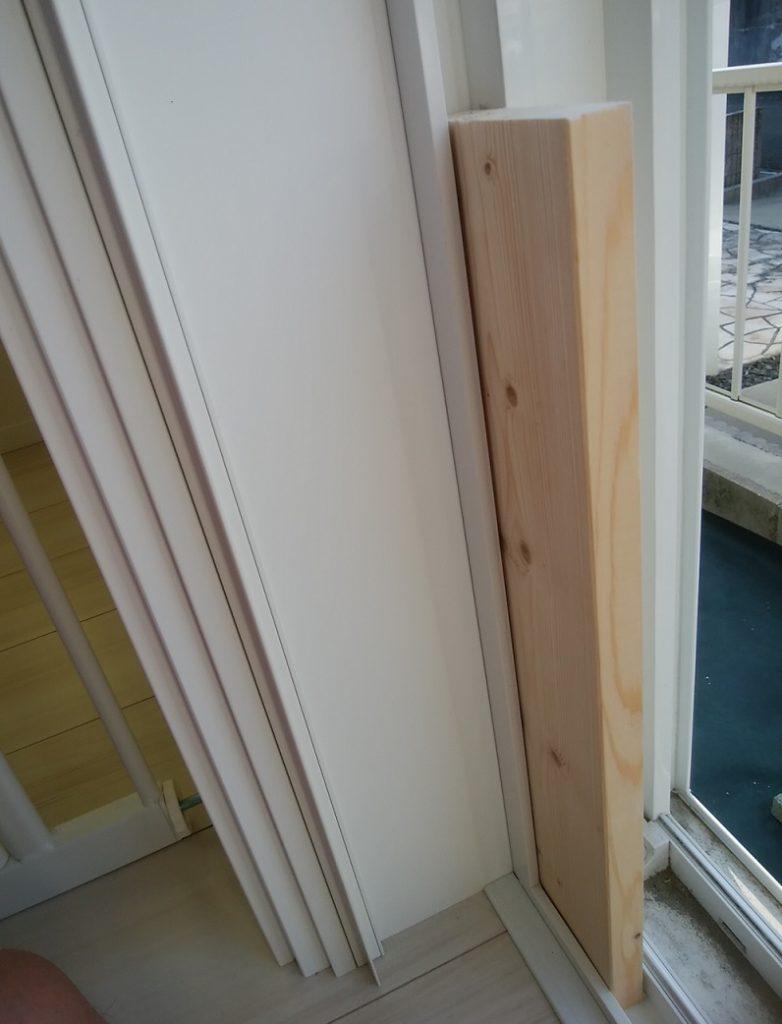 一条工務店の窓枠と1×4材